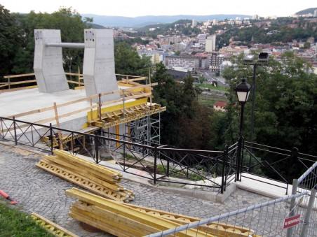 stavba horní stanice lanovky - Foto: Matěj Páral 09/2010
