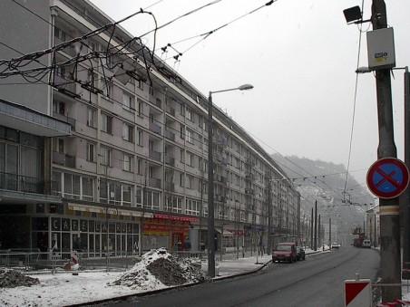 ztráta drobné struktury: velký blok hrnčířská jako komunikační bariéra - foto: Matěj Páral 02/2006