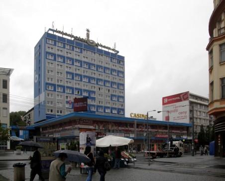 fasáda Interhotelu Bohemia po dokončení - foto: Matěj Páral 09/2012