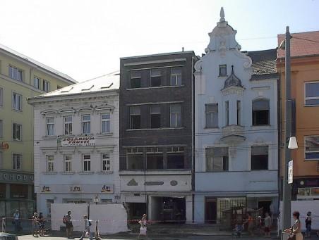 začátek demolice dvou domů č.p. 105 a 106 - foto: Matěj Páral 06/2007