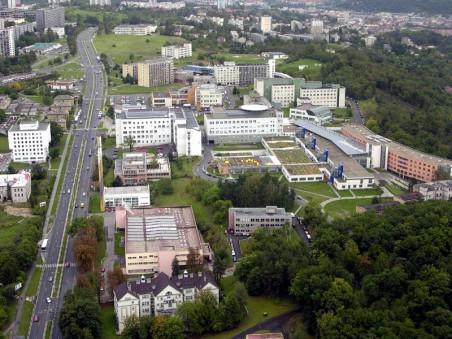 Nové rozvržení areálu a některé pavilony Masarykovy nemocnice - DOMY (Jan Líman, Michal Juha, Jan Topinka) - nominace plus  (Foto: http://braunoviny.bbraun.cz/clanky/mylka-ze-zdravotnicke-sluzby-jsou-zdarma-byla-rozsirena-prilis-dlouho/ )