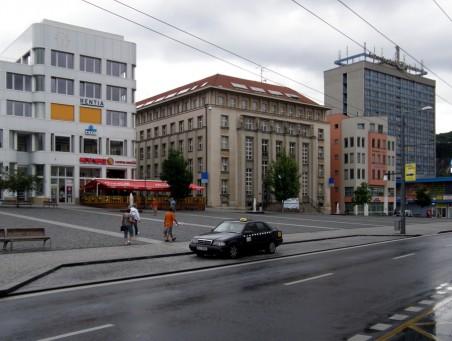 rozpadlá kompozice hmot: Palác Zdar, Česká spořitelna, Bawag / pokémon / špalíček, Interhotel Bohemia - foto: Matěj Páral 07/2010