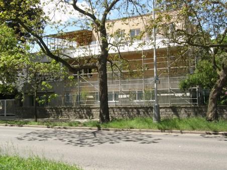 průběh přestavby - čelní fasáda - červen 2010
