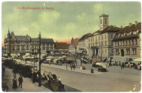historická fotografie: každotýdenní trh na dnešním mírovém náměstí