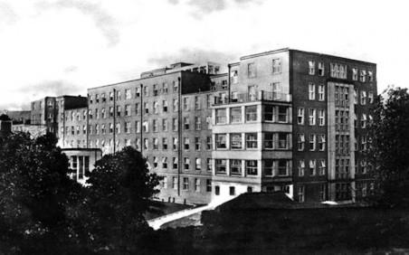 Okresní nemocnice pavilon B - interna - autor: F. J. Arnold a E. Krob, Stadtbauamt Aussig (Městský stavebí úřad Ústí n. L.)